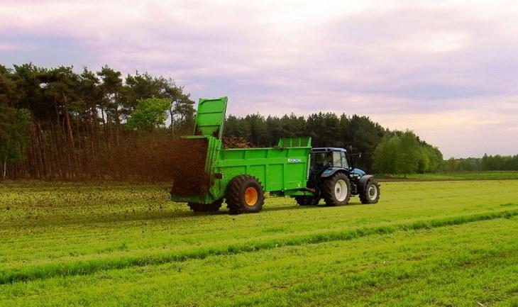 разбрасывание органических удобрений