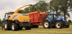 Трактор New Holland T7040 - фото