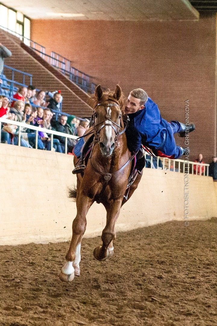джигитовка на золотой лошади