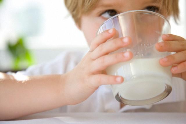 Анал с молоком крупным планом