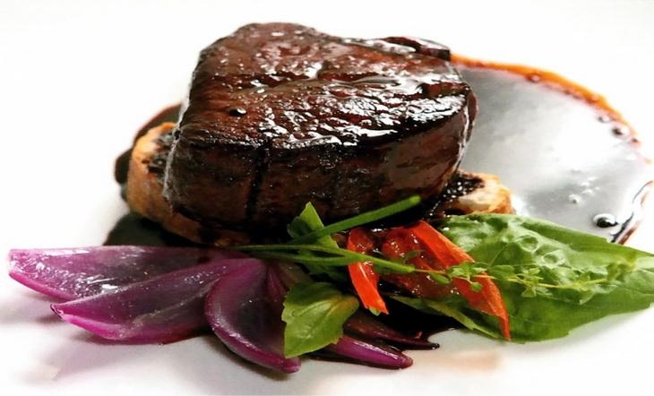 говядина жареная с овощами